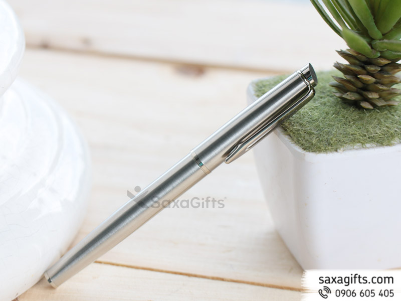Bút kim loại nắp rời màubạc, đầu nắp bút xéo đơn giản