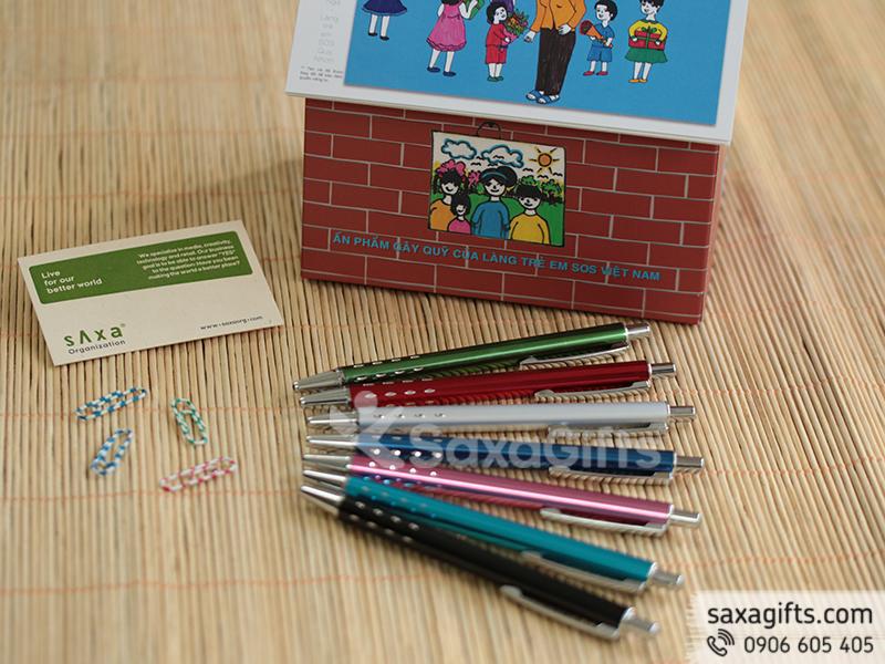 Bút kim loại dạng bấm nhiều màu sắc trẻ trung và năng động