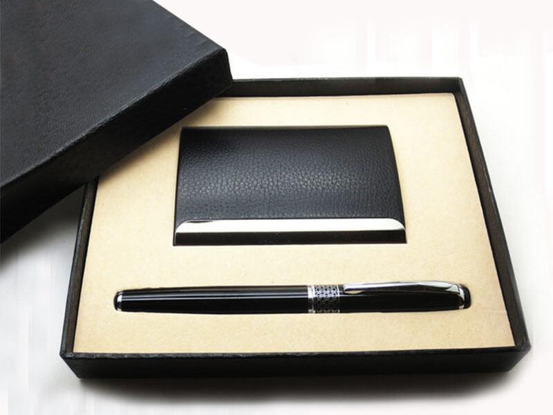 Tại sao bạn nên chọn bút kim loại làm quà tặng cảm ơn khách hàng?