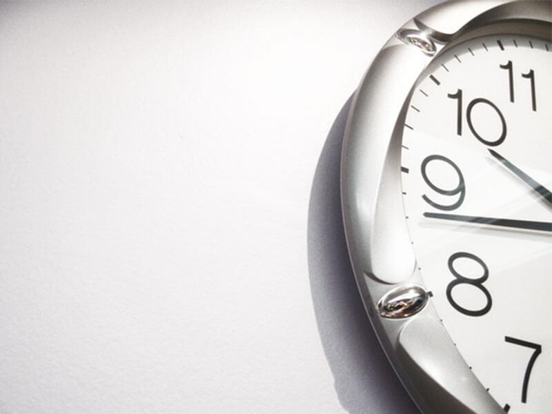 Đồng hồ quảng cáo - Thời gian trôi nhanh khi bạn vui