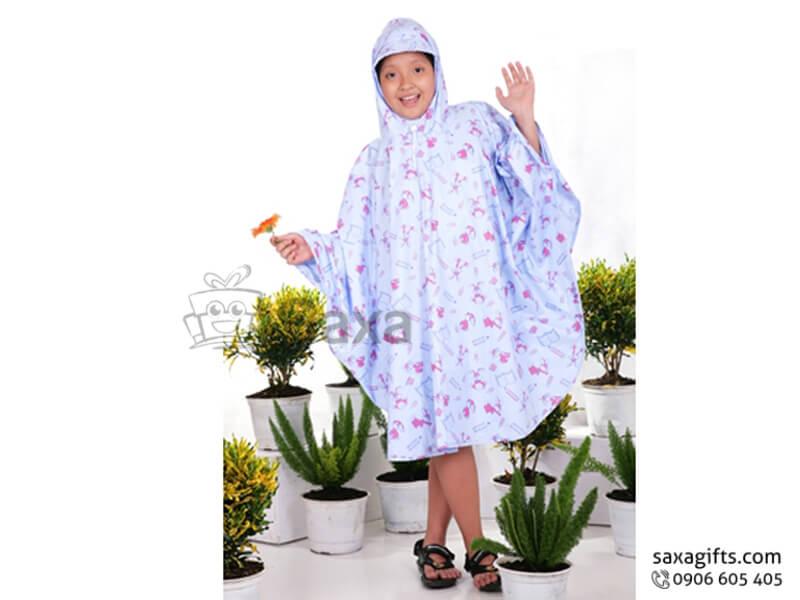 Tên sản phẩm: Áo mưa trẻ em in logo kiểu có tay áo (Raincoat)