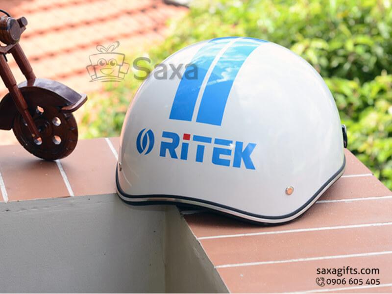Mũ bảo hiểm in logo quảng cáo màu trắng phối xanh lưỡi trai tháo rời