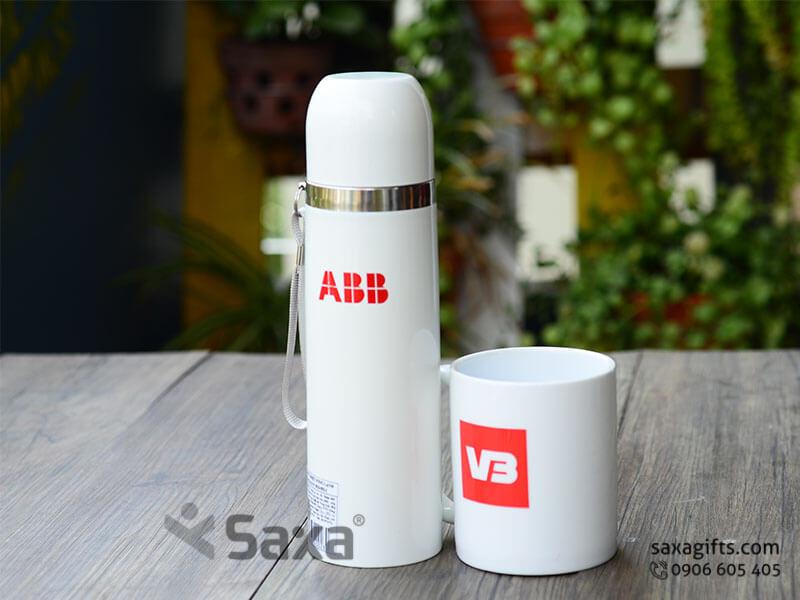Bộ quà tặng gia dụng in logo ABB: bình giữ nhiệt inox + ly sứ trắng