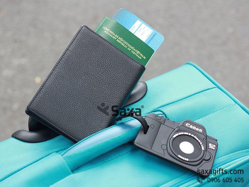 Bộ quà tặng: Ví passport da thật + Thẻ hành lý cao su