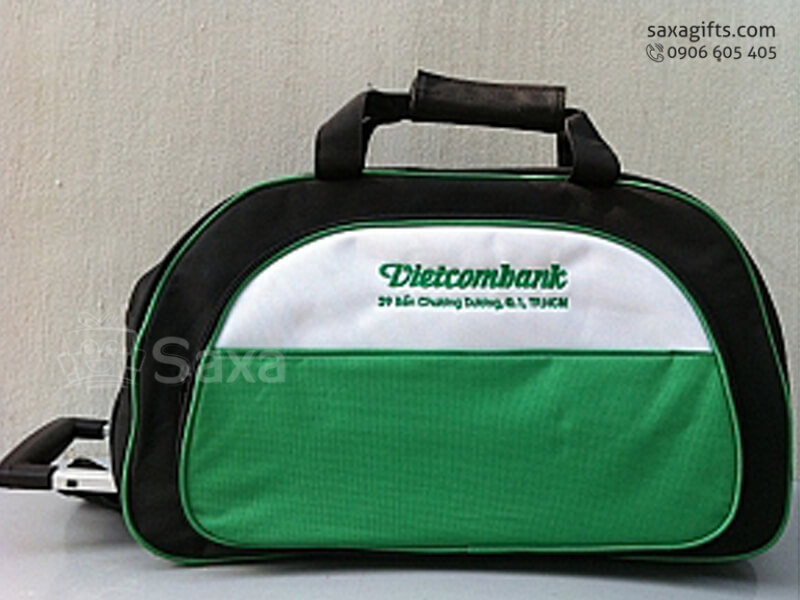 Túi du lịch in logo có tay kéo tiện dụng của Vietcombank