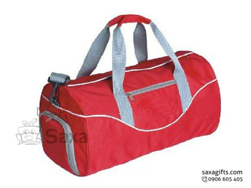 Túi du lịch in logo dạng túi trống nhiều ngăn đỏ phối xám