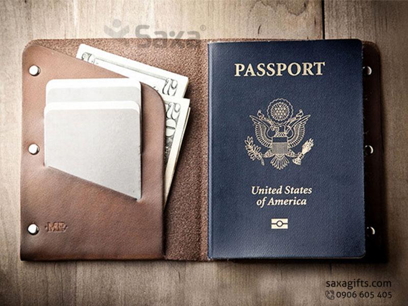 Ví passport da thật, kiểu gấp đôi cố định mép bằng đinh tán