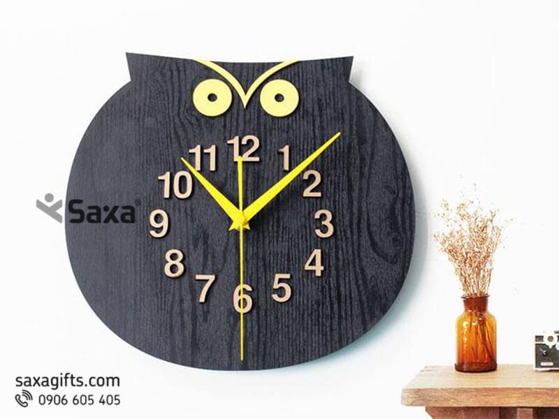 Đồng hồ gỗ quà tặng – Hình con cú mèo cách điệu