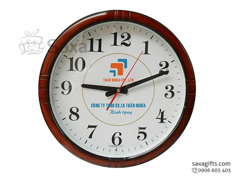 Đồng hồ treo tường in logo hình tròn chữ số mềm mại