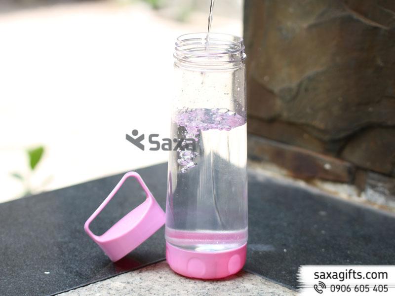 Bình nước thể thaobằng nhựa phối màu