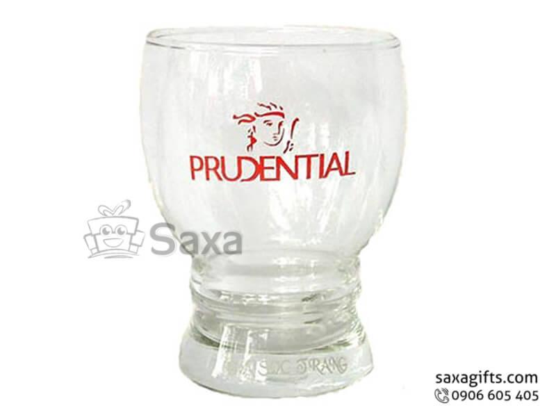 Ly thủy tinh in logo Prudential thân bầu có đế cách điệu