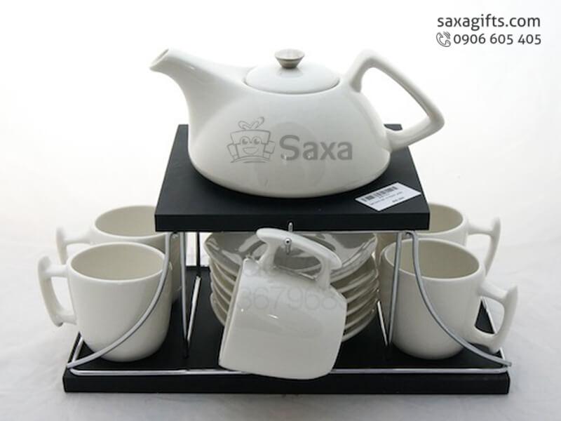 Bộ bình trà in logo gồm 1 bình và 6 dĩa, tách kiểu có giá đỡ