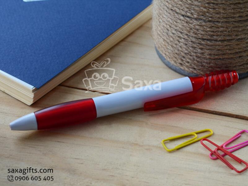 Bút bi nhựa in logo quảng cáo màu trắng phối đỏ