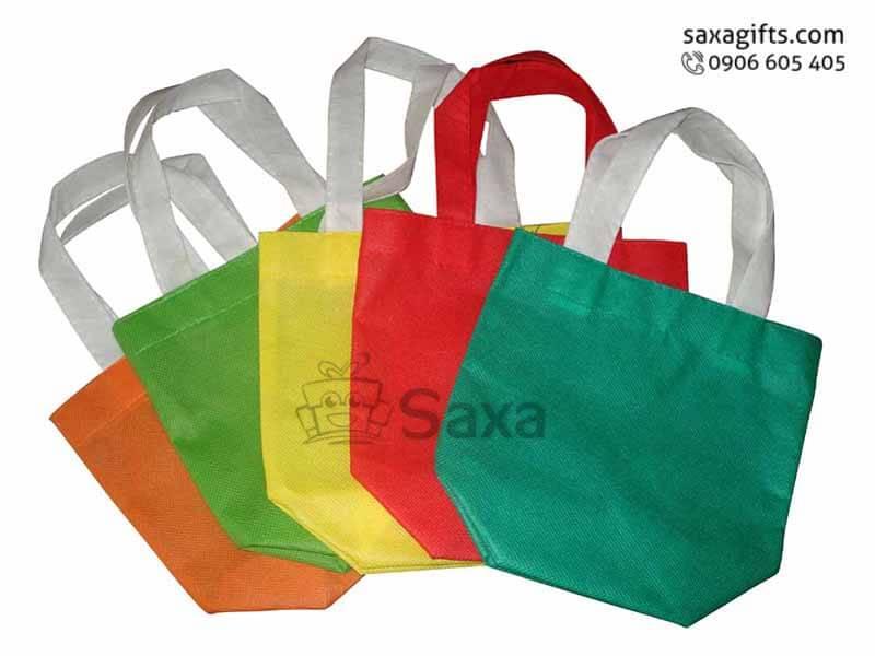 Túi môi trường in logo kích thước vuông bo góc gọn gàng