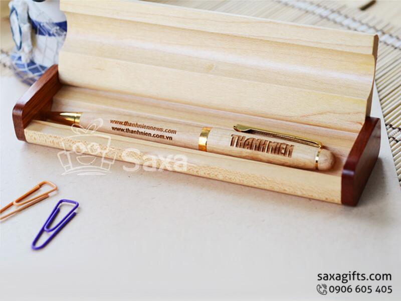 Bút ký gỗ in logo kiểu xoay đựng hộp gỗ