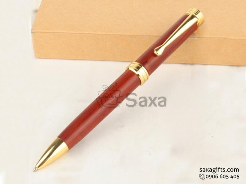 Bút ký gỗ in logo làm từ gỗ maple tự nhiên đỏ đô cao cấp
