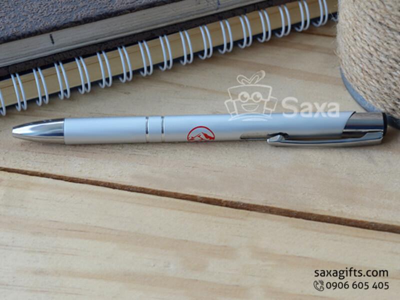 Bút ký kim loại in logo màu bạc đầu bấm
