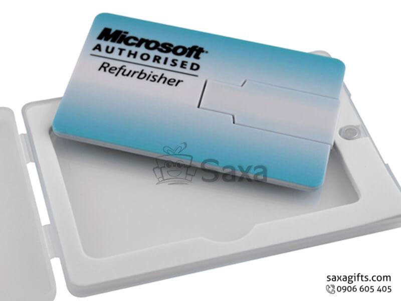 Usb thẻ nhựa in logo chip xoay 360 độ có hộp nhựa đi kèm